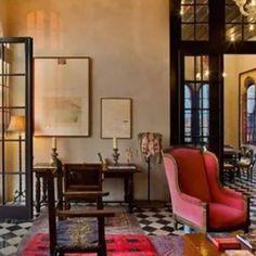 Julian Schnabel's Triplex Penthouse em Palazzo Chupi, Nova York, EUA. Construído pelo artista Julian Schnabel. #architecture #arquitetura #interiores #arquiteturaeinteriores #arte #artes #arts #art #artlover #design #interiordesign #architecturelover #instagood #instacool #instadaily #furnituredesign #design #projetocompartilhar #davidguerra #arquiteturadavidguerra #shareproject #livingroom #livingroomdesign #penthouse #palazzochupiny #ny #julianschnabel