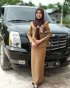 Write a women to go out without necessity, hadith? Beautiful Girl Photo, Beautiful Hijab, Blouse Batik, Modern Hijab Fashion, Muslim Beauty, Female Soldier, Girls Uniforms, Girl Hijab, Beauty Women