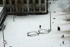 Snow goggles.