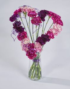 38 Inspiring Valentine Floral Arrangements Vase Ideas - It's easier than most people think to make a beautiful flower arrangement. You can save a lot of money by picking or buying fresh flowers and making y. Valentine Flower Arrangements, Beautiful Flower Arrangements, Floral Arrangements, Carnation Bouquet, Purple Carnations, Best Valentine's Day Gifts, Floral Foam, Blossom Flower, Floral Centerpieces