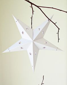 Weihnachtsstern aus Papier für eine stimmige Weihnachtsdeko / christmas decoration: white paper star made by Ahoj-2012 via DaWanda.com