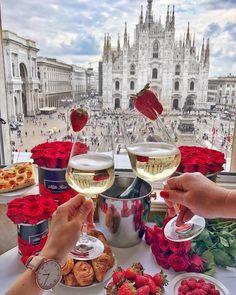 Understand why you need to visit Milan Italy. The city renowned for the historical art work such as Leonardo da Vinci's Last Supper and cultural heratige. Duomo Milano, Tomorrow Land, Love Is In The Air, Milan Italy, Travel Aesthetic, Belle Photo, Italy Travel, Luxury Lifestyle, Italian Recipes