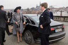 King Willem Alexander Queen Maxima Photos Photos - King Willem-Alexander of the Netherlands and Queen Maxima of the Netherlands  visit the Goethe Schiller Archives on February 8, 2017 in Weimar, Germany. The royal couple will pay a working visiting from February 7 to 10 to the German Bundeslaender Thuringia, Saxony and Saxony-Anhalt in order to deepen trade and investment relations and promote cooperation in high-tech systems, chemicals and flood protection sectors. - King Willem-Alexander…