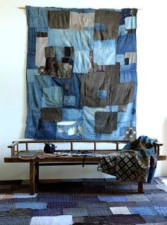 """A """"boro"""" is a futon cover. Rag rugs are another way of recycling textiles. un """"boro"""" au Japon est u. Japanese Patchwork, Japanese Textiles, Japanese Futon, Japanese Fabric, Boro Stitching, Stitching Classes, Futon Covers, Wabi Sabi, Fabric Art"""