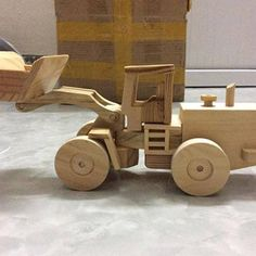 Wood Hinges, Wooden Plane, Wooden Toy Trucks, Push Toys, Car Birthday, Woodworking Projects That Sell, Waldorf Toys, Desktop Accessories, Wooden Puzzles