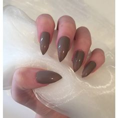 Mocha nude brown stiletto false nails (28 BRL) ❤ liked on Polyvore featuring beauty products, nail care, nail treatments, nail and unha