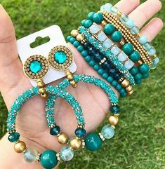 Earrings and bracelets sets Jewelry Making Beads, Beaded Jewelry, Handmade Jewelry, Beaded Bracelets, Jewellery, Jewelry Accessories, Jewelry Design, Bijoux Diy, Jewelry Packaging