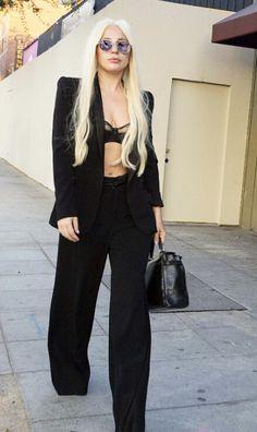 Lady gaga - 2015 Lady Gaga Outfits, Lady Gaga Fashion, Blond, Lady Gaga Pictures, Divas, High Fashion, Womens Fashion, Formal, Belle Epoque