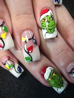 I love the Grinch! <3 Sweet holiday nails.