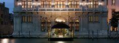 Ca' Vendramin Calergi, sito nel sestiere di Cannaregio e affacciato sul Canal Grande, ospita una delle due sedi del Casinò di Venezia Italy Travel, Mansions, House Styles, Grande, Home Decor, Mansion Houses, Room Decor, Villas, Luxury Houses