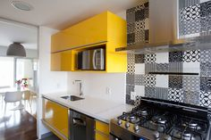 noir & blanc et cuisine jaune !