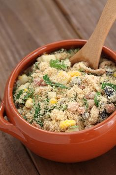 Looking for traditional Brazilian food? This is a complete list of Brazilian dishes and sweets written by a local, and it includes link to the recipes! Farofa Recipe, Easy Dinner Recipes, Easy Meals, Brazilian Dishes, Brazilian Recipes, Good Food, Yummy Food, Cooking Recipes, Healthy Recipes