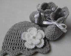 Crochet Baby Hat and Baby Booties Set beanie gift baby white satin ribbon