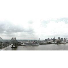 VIEWS  #nola #neworleans #504 #drone #phantom #phantom4 #djiphantom #dji #sky#louisiana #showmeyournola #followyournola #madeinneworleans #we_shoot_louisiana #louisianaonly#p4 #river #cbd #downtown #FrenchQuarter #views #cruise #ship by mustacheken
