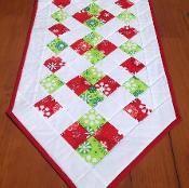 Easy Christmas Table Runner - via @Craftsy