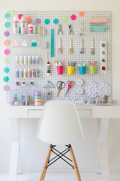 How to build your own DIY Craft Station - Craft storage Pegboard Craft Room, Craft Room Organisation, Craft Room Storage, Kitchen Pegboard, Pegboard Garage, Pegboard Display, Pegboard Organization, Ikea Pegboard, Large Pegboard