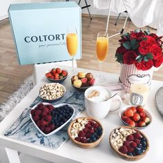 Breakfast grazing box welcome Romantic Breakfast, Breakfast In Bed, Good Food, Yummy Food, Expensive Taste, Romantic Dinners, Yummy Treats, Food And Drink, Healthy Recipes