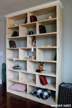 How to Build a Simple Modern DIY Bookshelf free building plans and video tutoria. - How to Build a Simple Modern DIY Bookshelf free building plans and video tutorial! Diy Bookshelf Design, Diy Bookshelf Wall, Bookshelves Built In, Bookshelf Ideas, Build A Bookshelf, Diy Wall, Diy Storage Wall, Building Bookshelves, Homemade Bookshelves