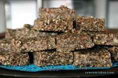 Raw hemp protein bars Hemp Protein, Protein Bars, Raw Cake, Energy Bars, Hemp Seeds, Cakes, Breakfast, Desserts, Recipes