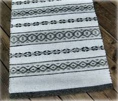 Vi bor i Gårdeby, tillhörande Söderköpings kommun, med närhet Textiles, Textile Patterns, Woven Rug, Woven Fabric, Southwestern Home Decor, 2017 Inspiration, Cactus Decor, Irene, Loom