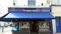 This was a local job completed in Cheltenham for Martin and Co. jewellers. Recovers for their 3 awnings to shade the ladies looking at the diamonds! The great feature of this awning is, once retracted it is flush to the fascia giving a neat, clean finish to the look of the shop.