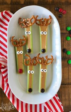 Snacks Celery reindeer is a great kid's Christmas recipe!Celery reindeer is a great kid's Christmas recipe! Snacks Celery reindeer is a great kid's Christmas recipe!Celery reindeer is a great kid's Christmas recipe! Christmas Recipes For Kids, Holiday Snacks, Christmas Party Food, Xmas Food, Christmas Appetizers, Christmas Goodies, Christmas Treats, Kids Christmas, Holiday Recipes
