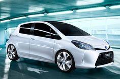 Full Hybrid Toyota Yaris: superzuinig en ruim    Met de Full Hybrid Yaris zet Toyota het B-segment van de automarkt volledig op zijn kop.