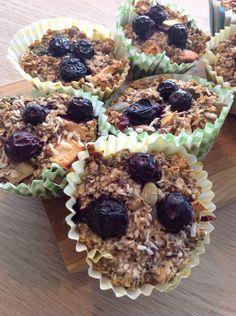 Blåbær muffins med havregryn, og mandler.
