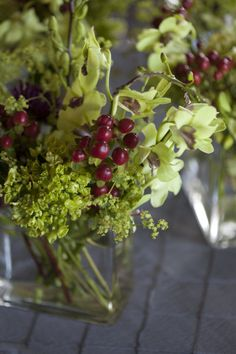 cranberries in the centerpieces for a Nantucket wedding - I've never seen cranberries that weren't in a bag!!
