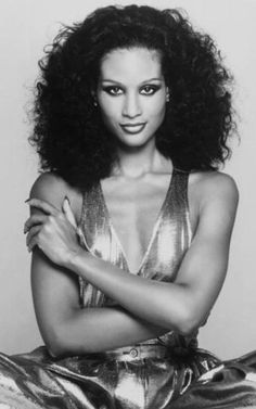 Beverly Johnson paved the way for African American models, breaking down many… Popular Hairstyles, Trendy Hairstyles, American Hairstyles, Black Hairstyles, Natural Hairstyles, Black Supermodels, African American Models, American History, Belle