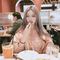 << Roh Kyung Joo >>