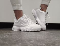 Sneakers shoe fever is still a trend among young people. Updated, there were a FILA brand sneakers that were hit and used a lot. Sneakers Fila, Chunky Sneakers, White Sneakers, Shoes Sneakers, Sneakers Workout, Sneakers Women, Women's Shoes, Cute Shoes, Me Too Shoes