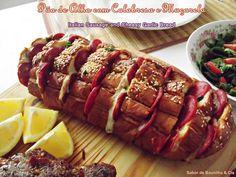 Pão de Alho com Calabresa e Muçarela – Italian Sausage and Cheesy Garlic Bread
