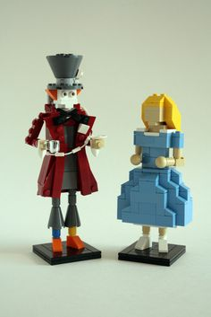 Pure awesomeness - Alice (in Wonderland) and the Mad Hatter figures in lego! Alice In Wonderland Party, Adventures In Wonderland, Legos, Lego Sculptures, Cool Lego Creations, Lego Design, Lego Models, Lego Disney, Legoland