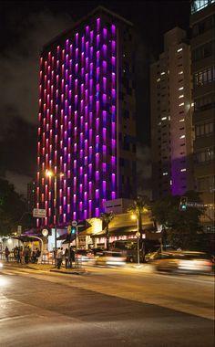Galeria - Estudio Guto Requena cria fachada de luz interativa em São Paulo - 8