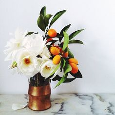 Cocktail center pieces - LOVE this arrangement for cocktail hour tables. ( and everything!) vase is perfect