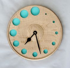 Discover thousands of images about DIY kitchen cupboard clock Clock Art, Diy Clock, Clock Decor, Clock Ideas, Wall Clock Wooden, Cool Clocks, Modern Clock, Wall Clock Design, Wood Turning