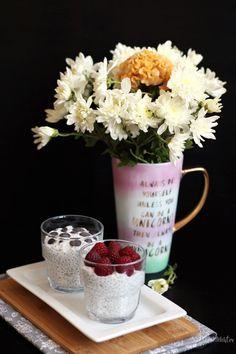 Budincă cu semințe de chia – Rețete LCHF Chi Chi, V60 Coffee, Coffee Maker, Keto, Kitchen Appliances, Table Decorations, Coffee Maker Machine, Diy Kitchen Appliances, Coffee Percolator