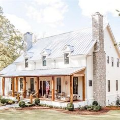 If you are looking for Farmhouse Exterior Design Ideas, You come to the right place. Below are the Farmhouse Exterior Design Ideas. Modern Farmhouse Exterior, Farmhouse Homes, Farmhouse Style, Farmhouse Decor, Farmhouse Ideas, Farmhouse Front Porches, Farmhouse Home Plans, Metal Roofs Farmhouse, Farmhouse Design