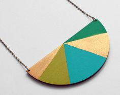 Wooden triangle geometric necklace sunny yellow por TheiaDesign