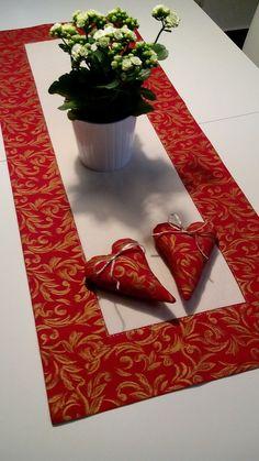 Červený ornament