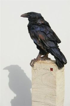 This is truly one of the most GLORIOUS Corvid Sculptures I have seen, I would LOVE to own this one!!! So Intense and REAL!!! by Jurgen Lingl Rebetez