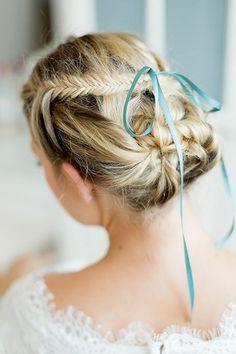 Zauberhaft diese Frisur! Noch mehr auf http://www.gofeminin.de/mode-beauty/album1079877/oktoberfest-frisuren-0.html