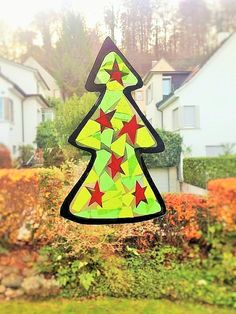 Beautiful Advent & Christmas decorations for the window: Christmas tree made from tissue paper child& play, Cute Christmas Tree, Christmas Decorations, Beautiful Christmas, Paper Child, Origami, Wax Paper, Tissue Paper, Pin Collection, Crafts