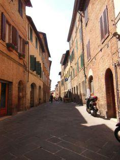Callejear por las medievales calles de Siena es una experiencia maravillosa. #EuropeosViajeros #Siena #Italia #Italy #Europe #Viaje #Travel #Turismo #Tourism #Toscana