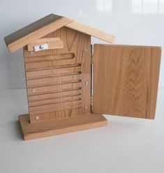 Bee Viewing Home for Mason Bees – West Coast Seeds Diy Garden Projects, Wood Projects, Plexiglass Panels, Wine Bottle Garden, Bug Hotel, Mason Bees, Bee House, Garden Types, House In The Woods