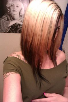 The short haircut is well-liked these days, and one of the very most hot short haircut is bob cut, the bob hair style is a classic haircut for years. Smart Hairstyles, 2015 Hairstyles, Pretty Hairstyles, Popular Hairstyles, Hairstyle Ideas, Medium Hair Cuts, Medium Hair Styles, Reverse Ombre, Reverse Bob
