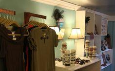 Dreaming of mobile boutique Mobile Boutique, Mobile Shop, Boutique Shop, Boutique Ideas, Gift Shop Displays, Retail Displays, Umbrella Lights, Shop Truck, Boutique Interior