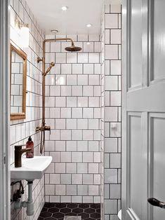 Kuparia ja rustiikkia sekä pieniä, moderneja yksityiskohtia kylpyhuoneessa. #etuovisisustus #kylpyhuone