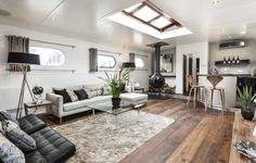 How to transform an old boat in a luxury penthouse - The Dutch barge, built in 1959 is transformed in a luxury floating penthouse. It is moored at Oyster Pier, a new development in Battersea, South London and it is the first boat to have been refitt Barge Interior, Boat Interior, Home Interior Design, Interior Architecture, Interior Ideas, Interior Decorating, Decorating Ideas, Luxury Interior, Luxury Furniture